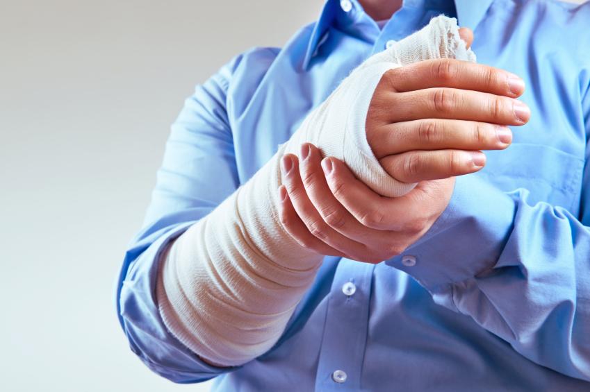 Arbeitsrecht : Muss der Arbeitgeber den Lohn fortzahlen, auch wenn der Arbeitnehmer die Krankheit selbst verschuldet hat?